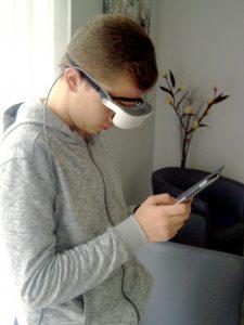 Utilisation d'un téléphone portable avec les lunettes eSight